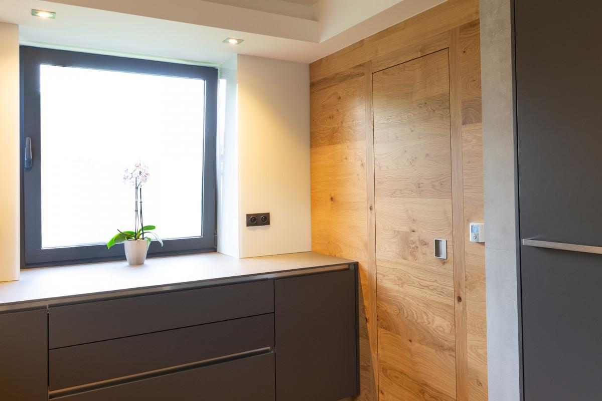 dveře Elegant 10, dýha dub sukatý, obklad stěny dýha dub sukatý